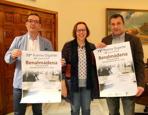 Benalmádena celebrará el Día Mundial de la Poesía con la colocación de un poema gigante de 120 metros en la Calle Blas Infante