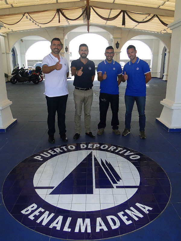 El Puerto Deportivo entrega material y equipación al Club de Pesca Benalmádena para su participación en el Campeonato Provincial en categoría Mar-Costa