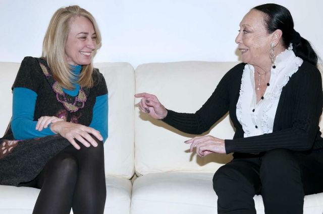 La alcadesa recibe a la cantante Betty Missiego, afincada de manera definitiva en Benalmádena