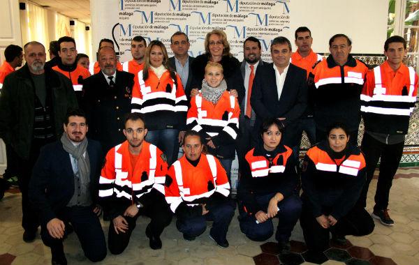 La Diputación de Málaga rinde homenaje a los voluntarios de Protección Civil de Benalmádena por sus 25 años de servicio