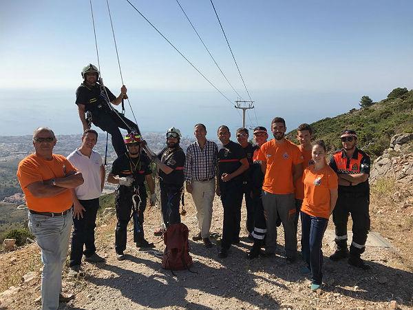 Bomberos realiza los ejercicios anuales de rescate de remontes mecánicos en el teleférico