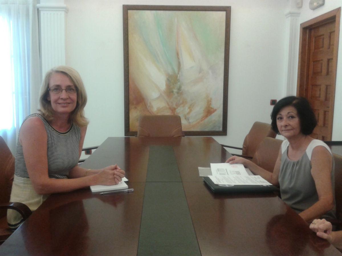 La Alcaldesa de Benalmádena recibe a la Vicepresidenta de Cruz Roja