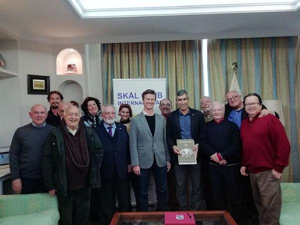 El Alcalde Víctor Navas mantiene un encuentro con los miembros del Skal Club Internacional
