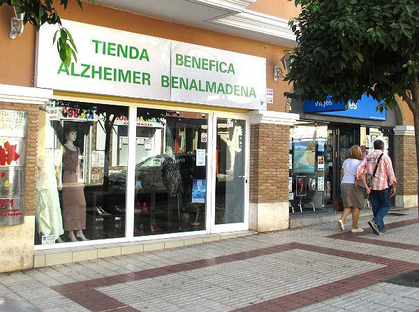Arranca la campaña de Navidad en la tienda solidaria de AFAB Alzheimer Benalmádena
