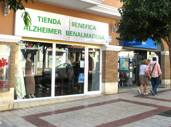 Continúa la campaña de rebajas en la  tienda de Alzheimer Benalmádena