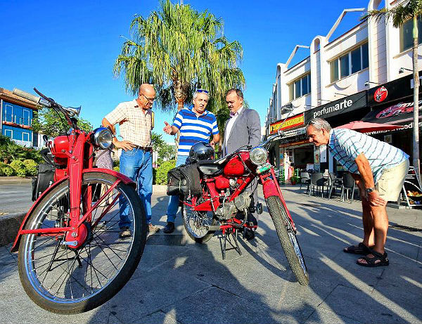 Dos benalmadenses recorrerán más de 1.100 kilómetros entre Benalmádena y Santiago con motocicletas de más de medio siglo de antigüedad