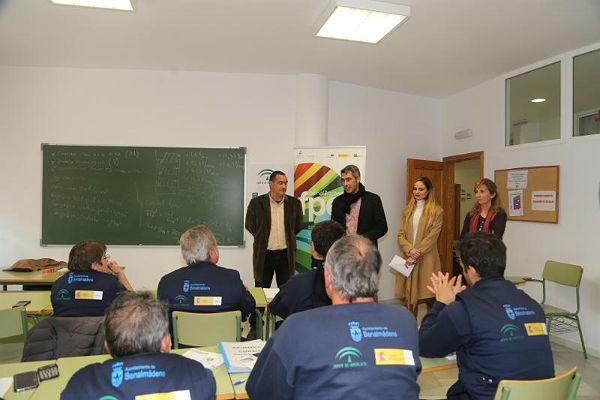 El Alcalde Víctor Navas y la Concejala Beatriz Olmedo mantienen un encuentro con los alumnos en prácticas de los Cursos de Formación Porfesional