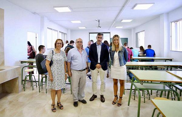 El Alcalde Víctor Navas y la Delegada de Educación, Patricia Alba, visitan el IES Cerro del Viento tras la finalización de sus obras de mejora
