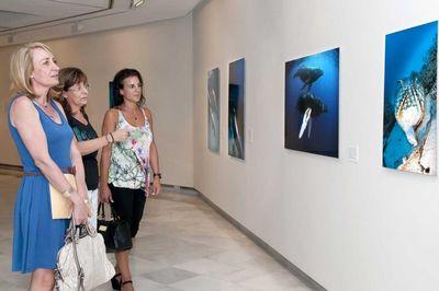 La Alcaldesa Visita la Nueva Muestra del Centro de Exposiciones